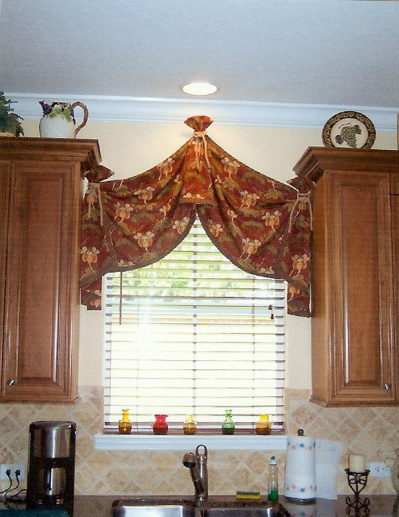 Kitchen Pull-up Swag top Treatment