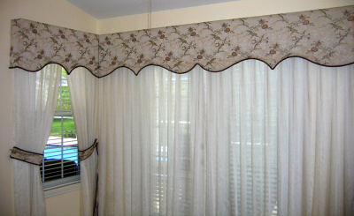 Scoll shaped  Corner Cornice over sheer curtains